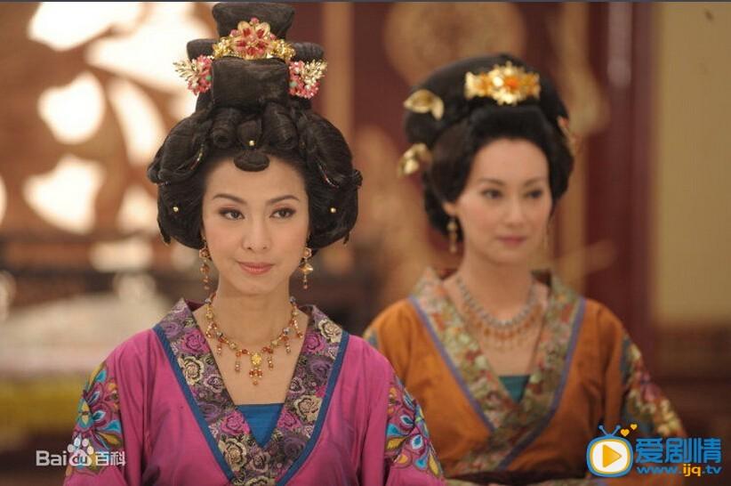 2001年,米雪在《倚天屠龙记》中饰演殷素素 .